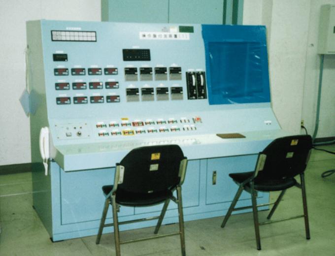 計測操作デスク盤